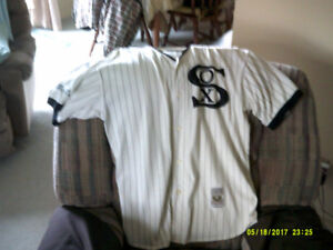 Chicago White Sox Shirt Large collector items. this was given to