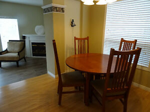 Dining room table, 4 chairs and hutch