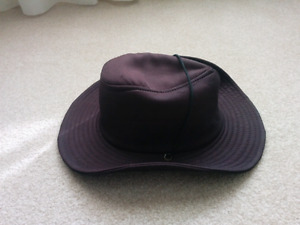 Men's Tilly-style hat