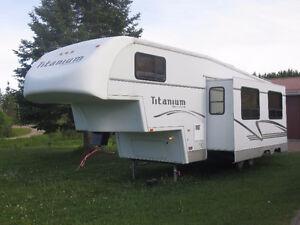 caravane à sellette ou fifthwheel Titanium  avec attelage