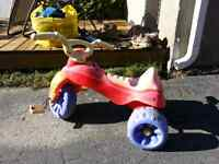 Tricycles, cuisinette, camion
