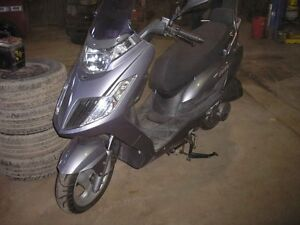 2009 scooter kymco 200 2008 injection 4000km