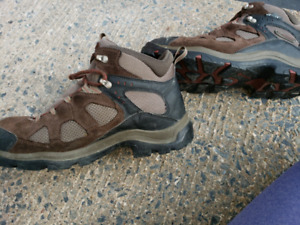 Columbia hiking boots men size 12 -may-fit-like-11