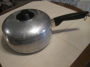 OLD VINTAGE GALAXY ALUMINUM 2-QUART COOKING POT & COVER