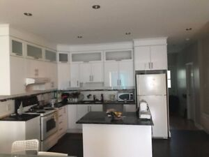 furnished room for rent  / chambre meublee a louer dans un 5 1/2