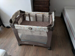 Graco Travel Lite Bassinet with Stages