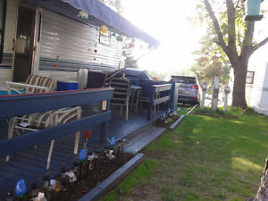 32 Foot 5th Wheel Modern RV Excellent Condition For Sale