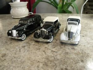 DIECAST 1/32 CADILLAC SIGNATURE JOUET COLLECTION