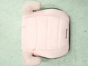 High rise girls car booster chair pink in colour.Hardly used .