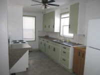 AVAILABLE NOW - 3 Bedroom - Young Professionals/Students Only