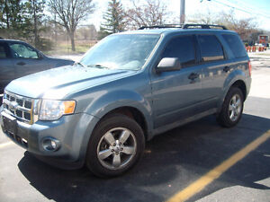 2010 Ford Escape XLT LEATHER, SUNROOF, MICROSOFT SYNC.
