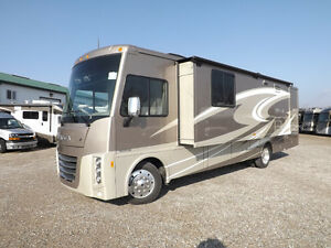 2016 Winnebago Sunova 33C - Triple Slideout - Driftwood Interior London Ontario image 2