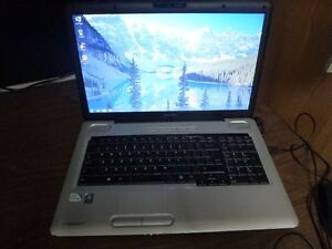 Portable Toshiba Satellite 17'' Dual Core 2.0