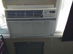 LG 8,000 BTU 115V Window-Mounted AIR Conditioner with Remote Con