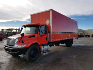 2008 international 4300 with 26ft dry van and aluminum railgate