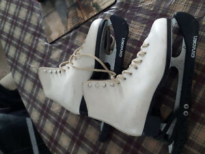 Patins blancs gr:8