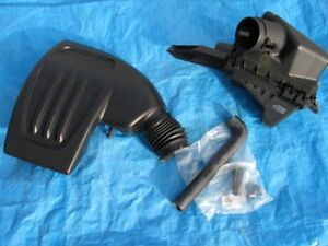 Complete Air Filter Assembly for a 2007 Pontiac G5