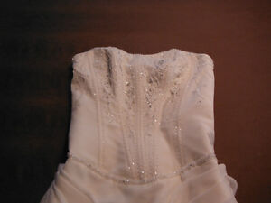BEAUTIFUL WEDDING DRESS FOR SALE Campbell River Comox Valley Area image 3