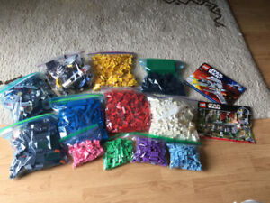 Lot de legos incluant 2 ensembles star wars