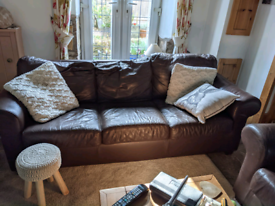 Beautiful 3 and 2 seater leather suite