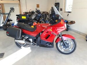 2000 Kawasaki Concours 1000cc. NEEDS NOTHING!