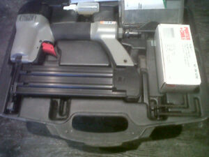 "Porter Cable 2"" Air Brad Nailer LIKE NEW!!! With Case & Nails!!!"