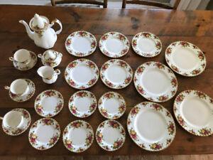 Lot de vaisselle Royal Albert Old English Roses