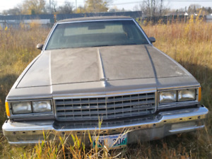 Caprice Classic 1983 running motor and transmission