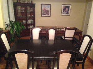 BIG DINNING ROOM TABLE AND CHAIRS FOR SALE!