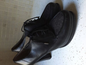 Kenneth Cole heels, good condition, comfortable!