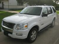 2008 Ford Explorer XLT 4X4 - Only 101,000 kms - Clean Carproof