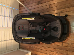 Britax infant Car seat with base hello baby March 2016