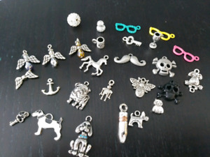 Lot 8 various charms and beads