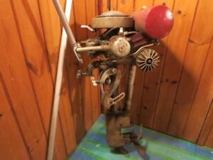 VINTAGE 1950'S JOHNSON OUTBOARD MOTOR NON WORKING GREAT DISPLAY