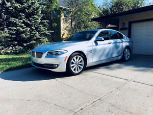 2012 BMW 528X drive AWD low Km  fully loaded carproof available
