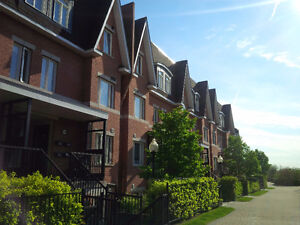 2 Bedroom Garden Townhome in Thornhill (Bayview and John)