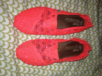 Gently used women's Toms shoes size 8.5