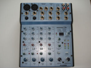 Alesis MultiMix 6 FX - Console de mixage 6 entrées