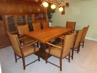 ANTIQUE SOLID OAK DINING / CONFERENCE TABLE WITH 8 LEATHER CHAIR
