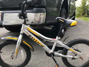 **BOY'S BICYCLE - AGE 5-7**