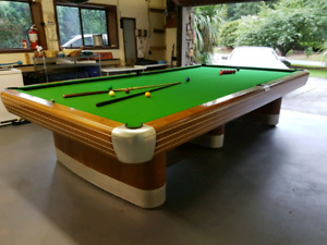 Snooker (pool table)