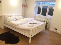 Calm relaxing double bed room Whitechapel