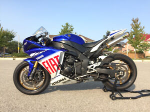 Mint Yamaha R1 Valentino Rossi Limited Edition RARE!!
