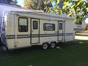 32 foot 5th wheel camping trailer