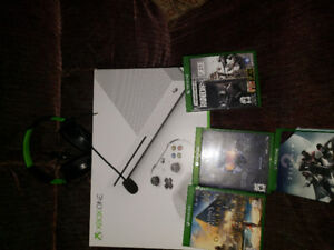 Xbox one s - all hookups, controller,headset, 4 games
