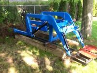LOADER ATTACHMENT (ALLIED 300) FOR FARM TRACTOR WITH BALE SPEAR