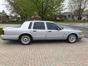 Classic 1994 Lincoln Town Car
