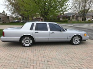 Classic 1994 Lincoln Town Car