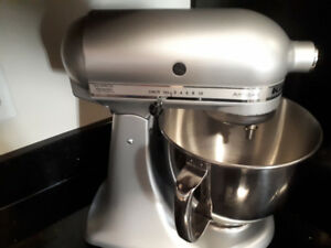 KitchenAid  Artisan Mixer! Barely used. Silver in color.