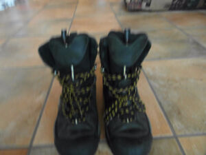 Keen Summit Winter Boots (new) for sale